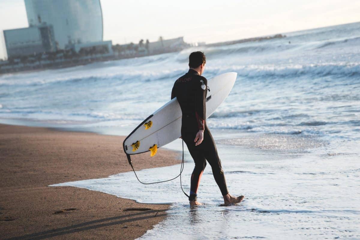 Tenis, wędkarstwo, surfing – jak spędzają wolny czas najbogatsi Polacy?