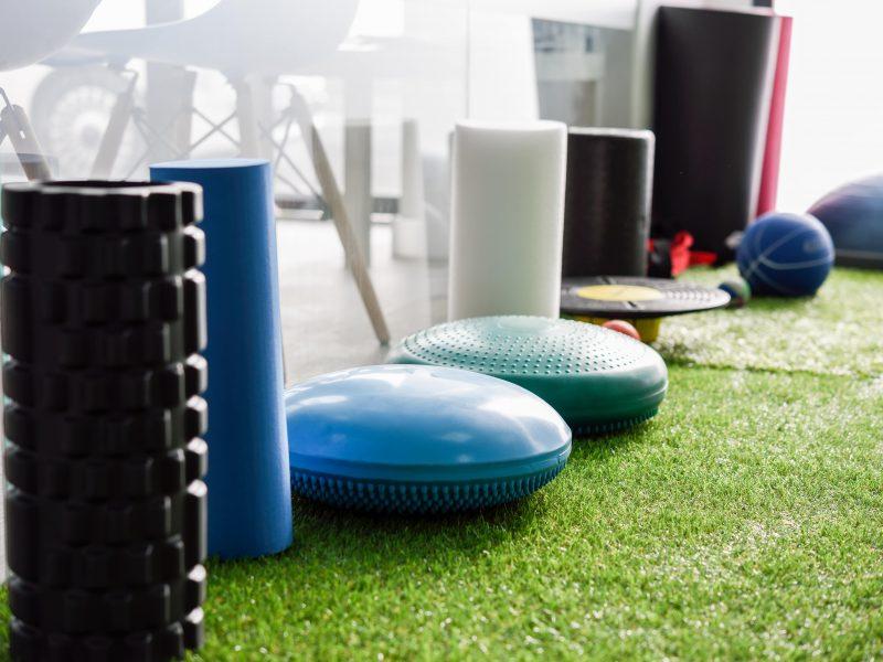 Sprzęt pod biurko – sposób na aktywność w godzinach pracy