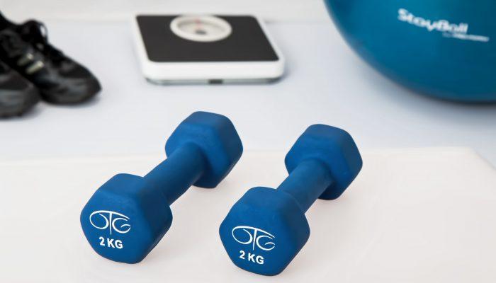 Małe akcesoria do ćwiczeń, które warto mieć przy sobie