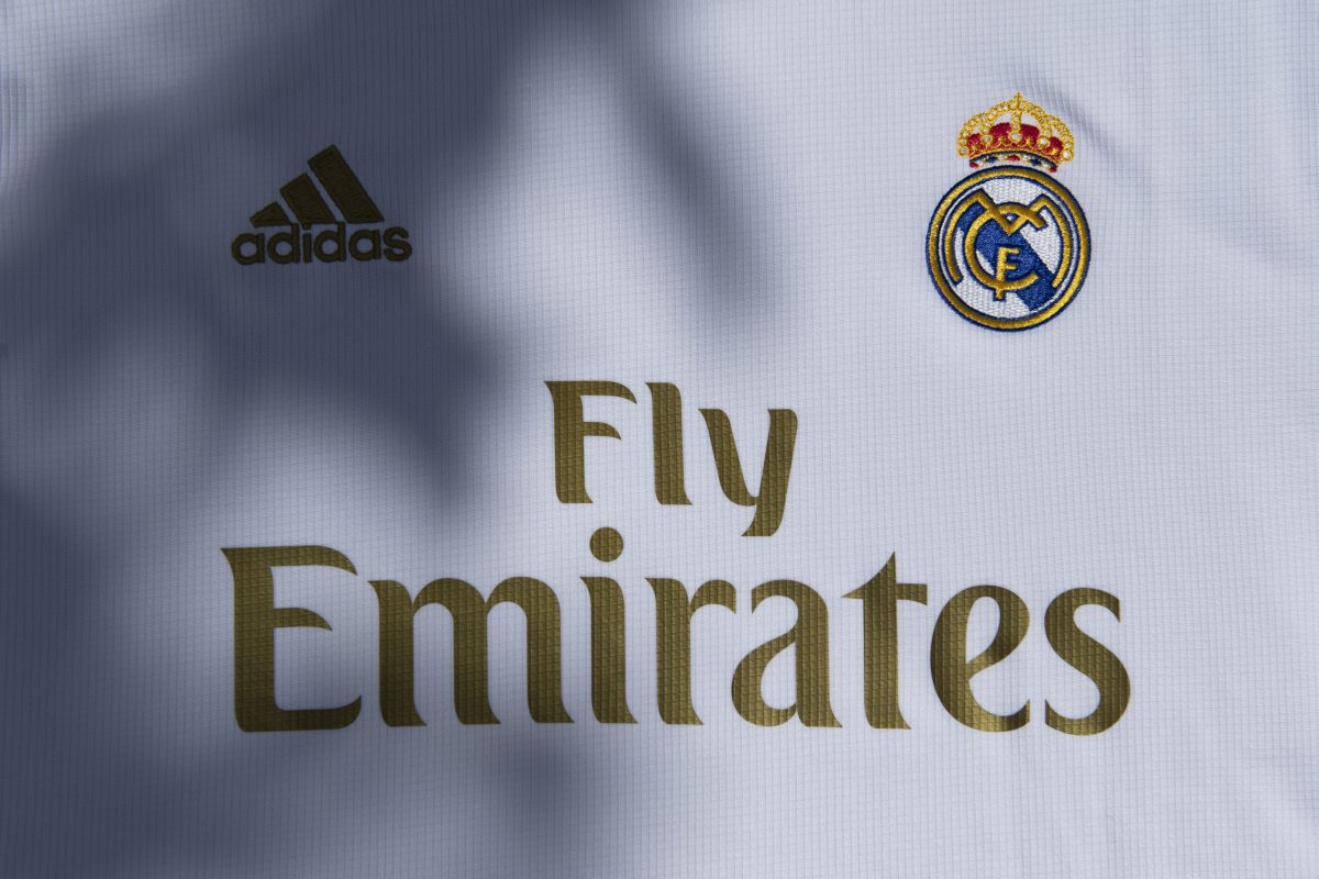 Bliskowschodni kapitał zdominował współczesny futbol. Jacy sponsorzy widnieją na koszulkach najmocniejszych drużyn świata?