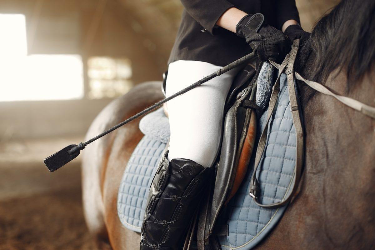 Jazda z klasą – jak na przestrzeni lat ewoluował ubiór jeździecki?