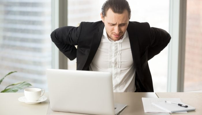Jak pozbyć się bólu pleców? Ćwiczenia dla pracowników biurowych i fizycznych