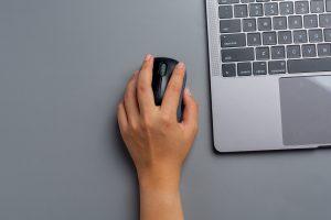 Gumy do treningu palców i dłoni – wybawienie dla przyspawanych do myszy komputerowej